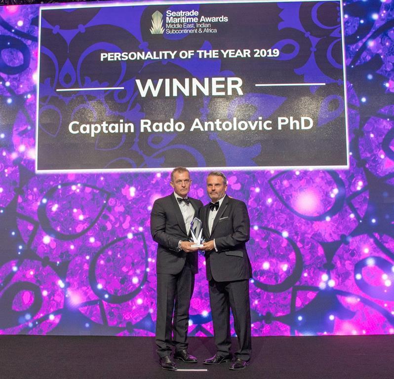 """http://www.drydocks.gov.ae/cmsحصول القبطان رادو أنتولوفيتش على جائزة """"شخصية العام"""" في حفل توزيع جوائز سيتريد البحرية"""