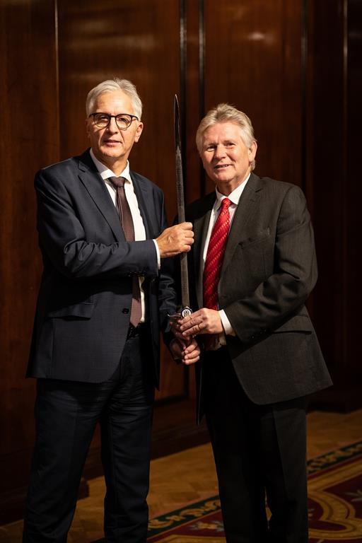 http://www.drydocks.gov.ae/cmsالأحواض الجافة العالمية تحصل على جائزة سيف الشرف المرموقة